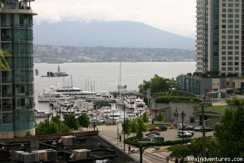 2 bedroom, 2 bath view apartment in an excellent location on Vancouver's Coal Harbour.  With gorgeous views of the marinas and mountains this lovely condo is delightful.  Beautifully furnished, fully supplied and very spacious.