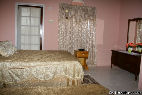 Ocean View : One of two Double bedrooms | Image #8/9 | Ocho Rios OceanView Villa: Free night