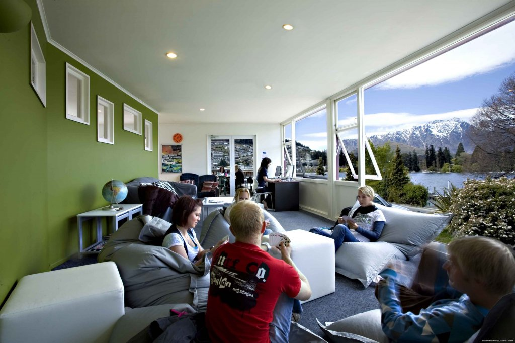 Living Room - Bumbles Backpackers Queenstown | Image #3/12 | Bumbles Backpackers Queenstown