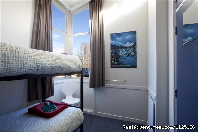 Twin Room - Bumbles Backpackers Queenstown | Image #8/12 | Bumbles Backpackers Queenstown