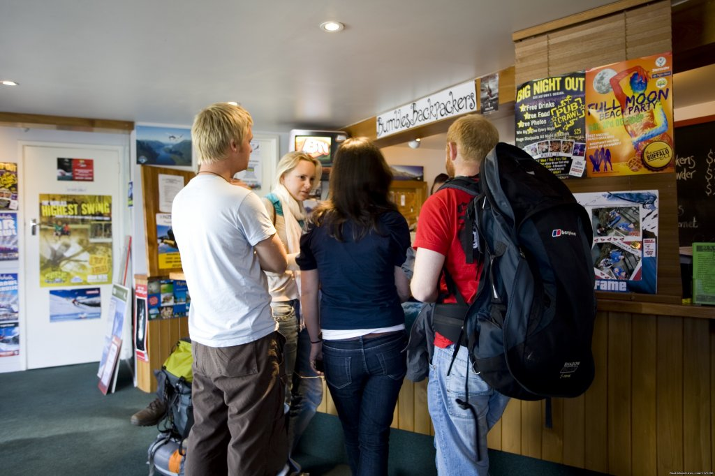 Checking in - Bumbles Backpackers Queenstown | Image #10/12 | Bumbles Backpackers Queenstown