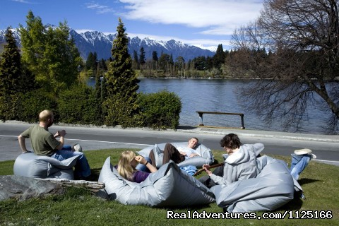 The front lawn - Bumbles Backpackers Queenstown - Bumbles Backpackers Queenstown