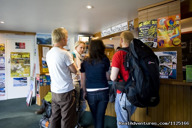 Checking in - Bumbles Backpackers Queenstown - Bumbles Backpackers Queenstown