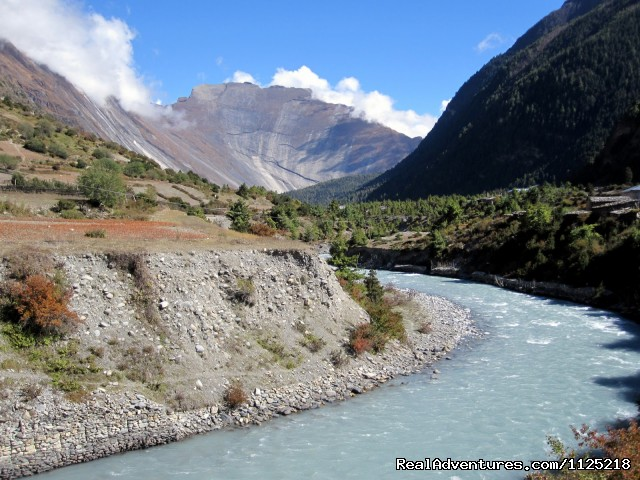 Lower Pisang (3,100 m) and Marsyangdi river - Annapurna  Circuit  Trek Nepal
