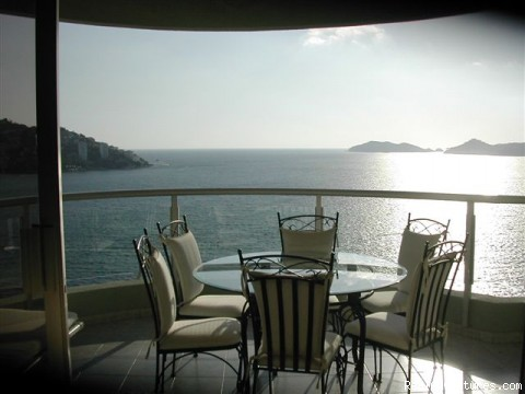 Photo #4 - Magnificent Acapulco Beachfront Penthouse