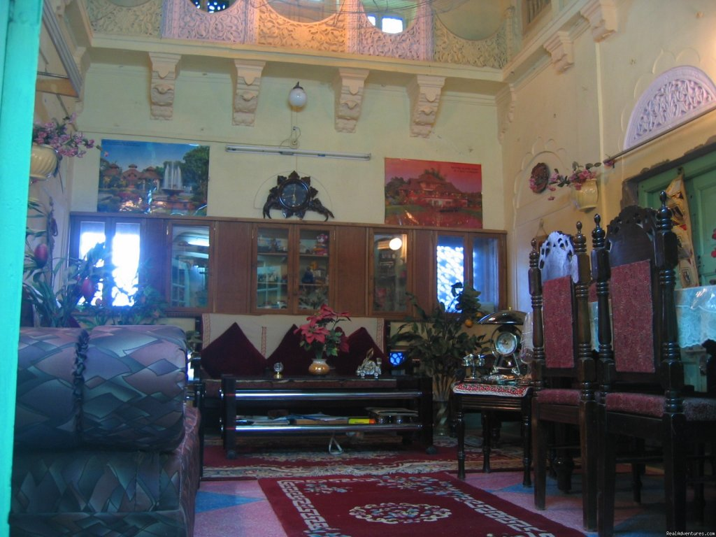sitting hall | Image #5/7 | SAJI SANWRI (Guest-House)