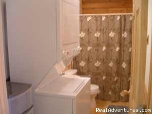 Chillin' Cabin Rental - 2nd Bathroom    - Secluded Cabin Rental - Beavers Bend / Broken Bow