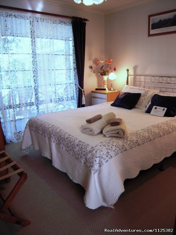 Jacaranda Cottage Master bedroom | Image #10/20 | Barossa Country Cottages. Premier Wine Country.
