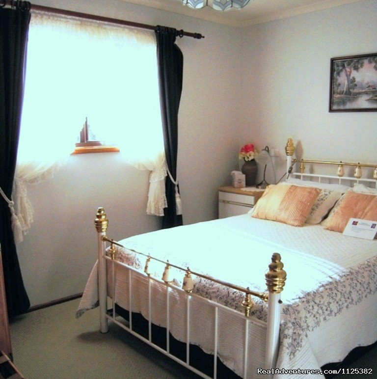 Jacaranda Cottage Bedroom 2 | Image #11/20 | Barossa Country Cottages. Premier Wine Country.