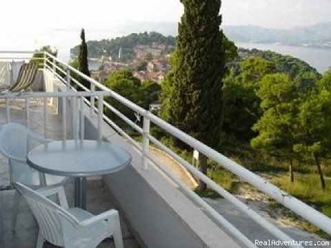 Sea view apartments in Cavtat  spacious,air conditioned, private parking place... Apartments are situated 250 meters from Cavtat old town, beach, water sports centre, diving centre,  pools..