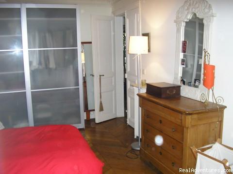 la chambre principale (#3 of 3) - un 100m2 a Montmartre