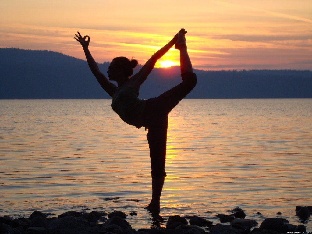 Yoga at sunset | Image #21/25 | Sea Kayak Tours Desolation Sound, British Columbia