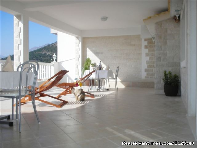 - Modern apartment with a beautiful sunny terrace