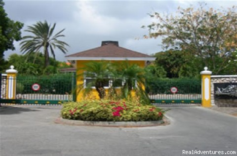 The resort's Entrance/Security - Bungalow in Tropical Resort in Curacao