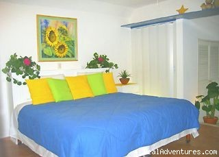 Masterbedroom - Spacious 1,600sq ft 2bed/2bath Steps from Beach