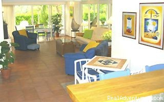 Livingroom - Spacious 1,600sq ft 2bed/2bath Steps from Beach