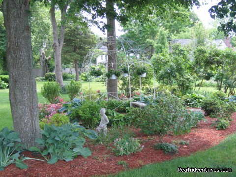 Gezebo Garden - Romantic Cape Cod B&B Captain Farris House