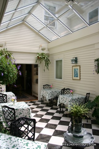 Greenhouse Courtyard - Romantic Cape Cod B&B Captain Farris House