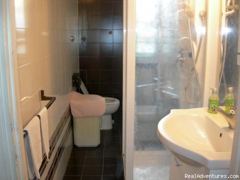 Bathroom! - Rome Bed & Breakfast