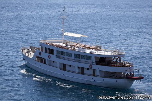 Emanuel Cruises Motor Yacht Emanuel