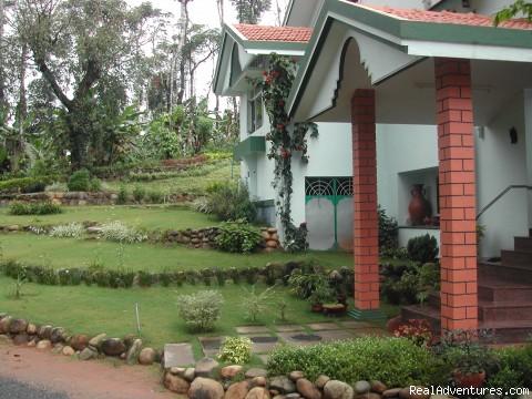 Devagiri - Entrance to Planters Bungalow - Devagiri Retreat Homestay Bed&Breakfast Sakleshpur