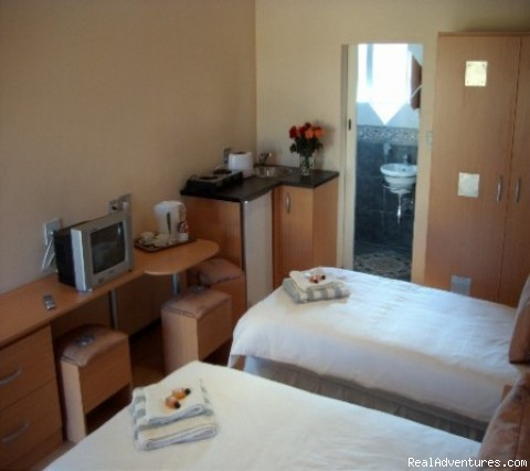 TWIN ROOM - Africa Centre Or Tambo Airport Leisure Hotel