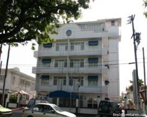 Kings Plaza Hotel is a 33 room property  located in Main Street, next to the British High Commission and opposite the Prime Minister's Residence. It features spacious rooms eqippped with; ac, living room, kitchenette, private balconies,swimming pool.