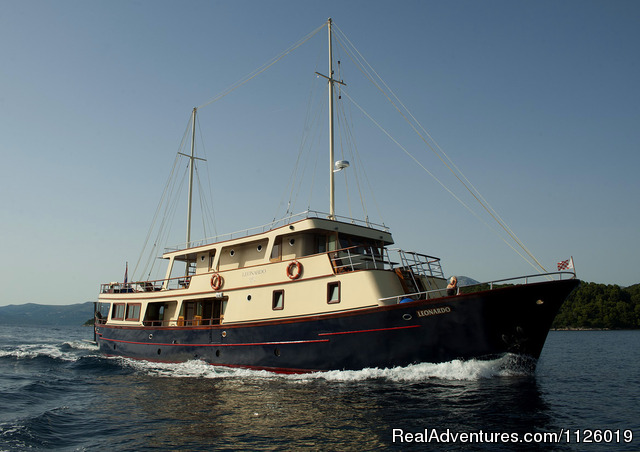 Croatia  coast & island cruising on yacht Leonardo: Leonardo ,Side view