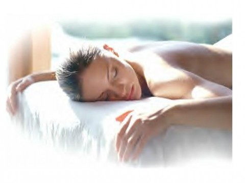 Holistic retreats & Pamper Parties UK: A relaxing massage for her