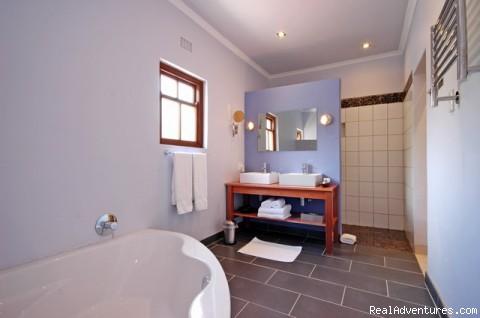 bathroom deluxe garden room - Malherbe Guesthouse - Montagu - Western Cape