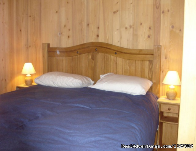Apartment double bedroom - Ski and Summer Breaks in La Clusaz