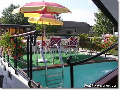 The heated pool and sundeck - Discover the Burgundy Canal on the 'MS Niagara'
