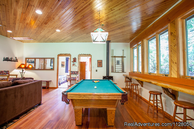 The living room at Lazy Bears Creekside Cabin - Mt. Rainier Cabins at Three Bears Lodge