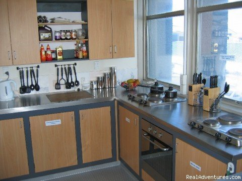 Point Break Backpackers Kitchen | Image #5/9 | Point Break Backpackers accommodation by the beach