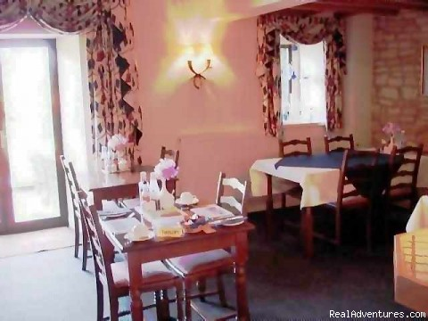 16th century cotswold farmhouse B & B: Dining room