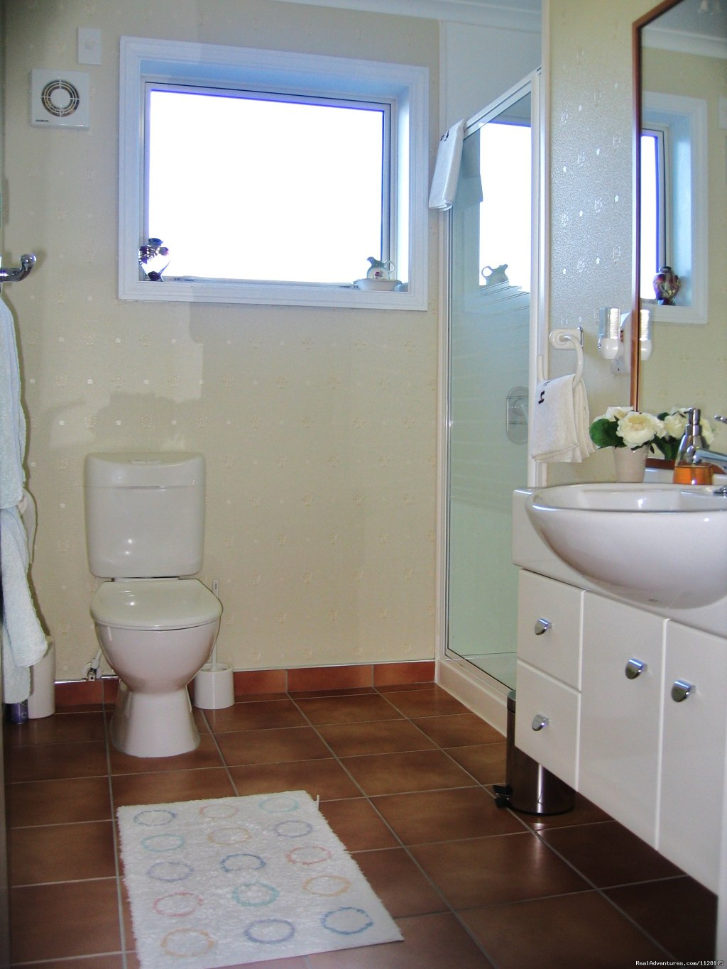 The Roses Bathroom | Image #8/8 | Romantic getaways at  Austin Heights Scenic B&B