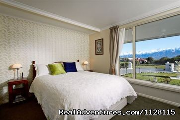 The Roses Bedroom (private) - Romantic getaways at  Austin Heights Scenic B&B
