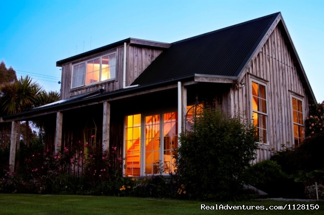 Evening at Kamahi Cottage near Waitomo & Otorohanga - Romantic NZ country cottage: 5-Star B&B  Waitomo