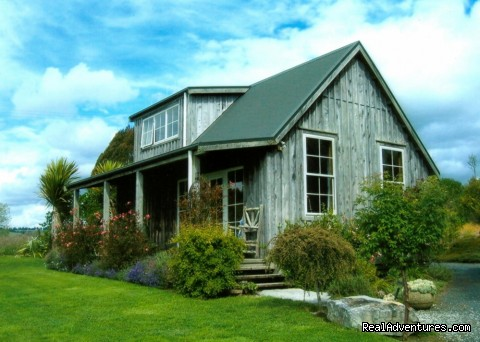 Romantic NZ country cottage: 5-Star B&B  Waitomo: Kamahi Cottage 5 Star country & farmstay retreat