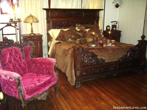 Mama Pelt's Room - Romantic Getaways At  Alla's Historical B & B