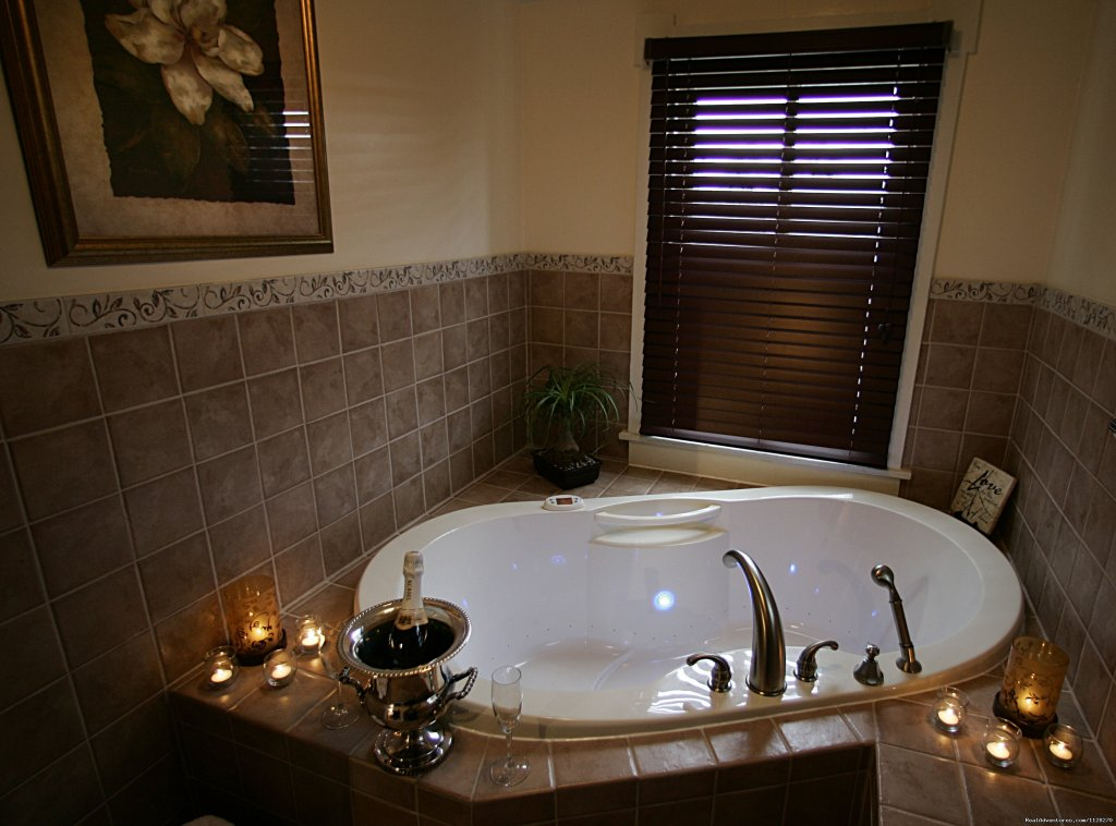 Spa Tub & Ellington Suite | Image #6/16 | A Jewel of Comfort & Hospitality - Magnolia House