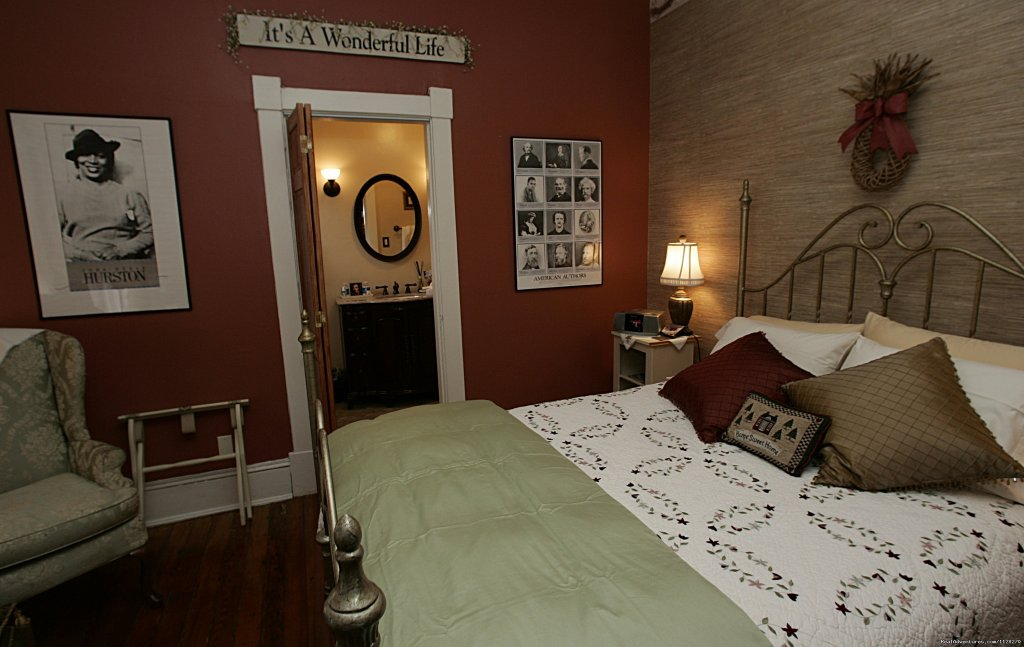 Writers Retreat & Queen Room w/ Private Bath | Image #5/16 | A Jewel of Comfort & Hospitality - Magnolia House