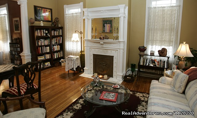 Library & Game Parlor - A Jewel of Comfort & Hospitality - Magnolia House