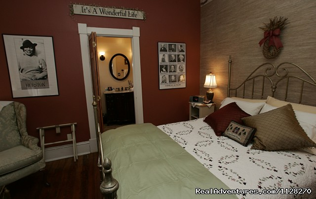 Writers Retreat & Queen Room w/ Private Bath - A Jewel of Comfort & Hospitality - Magnolia House