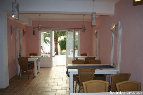 Breakfast room - Villa PaPe self catering and bed & breakfast