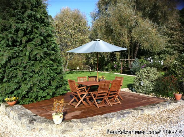 The Willows Garden, with 2 decking areas, gas BBQ - Self Catering Holiday Devon