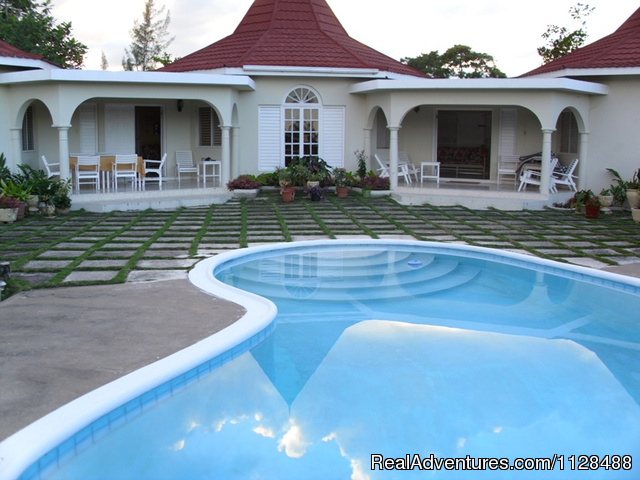 Affordable  Villa with pool -Runaway Bay Jamaica