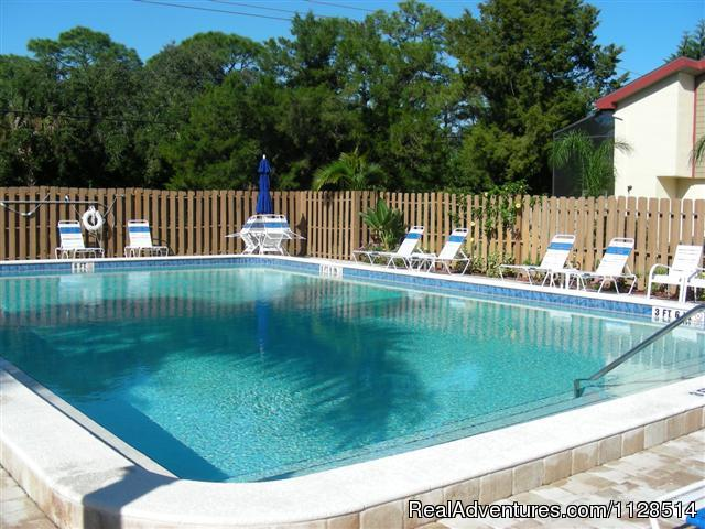 - 3 bedroom Townhouse , private courtyard, pool