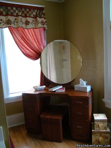 Rhoades Suite Private Bath - Let Us Spoil You at Charlie-Jane's Bed & Breakfast