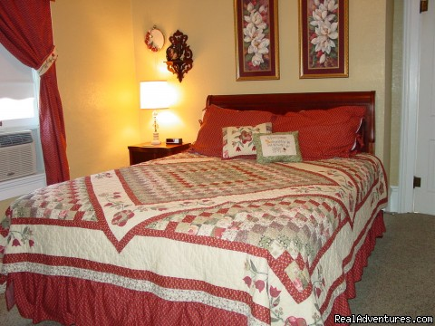 Rhoades Suite - Let Us Spoil You at Charlie-Jane's Bed & Breakfast